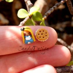 Alice in wonderland, stud earring